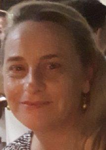 Altes Hängetittenluder Therese Davies von Jungschwanz gefickt